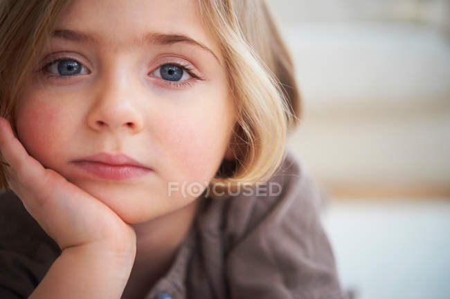 Portrait of young girl looking at camera — Stock Photo