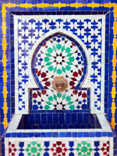 Кустарним Zellij, теракотові плиткові роботи з майстерні Араб — стокове фото