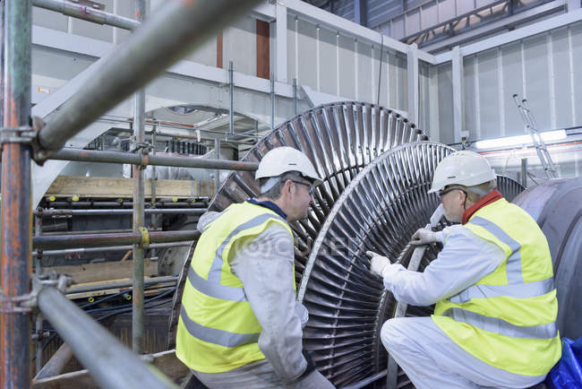 Engineers inspecting steam turbine in gas-fired power station — Stock Photo