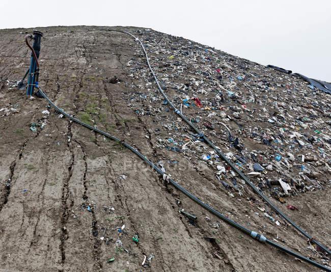 Tubos no centro de coleta de lixo — Fotografia de Stock