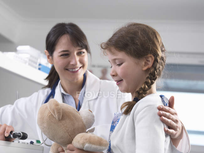 Pediatrician consulting with girl — Stock Photo
