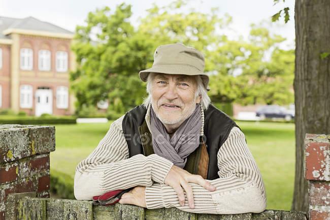 Портрет пожилого человека в шляпе — стоковое фото
