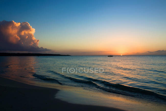 Seven Mile Beach au coucher du soleil — Photo de stock