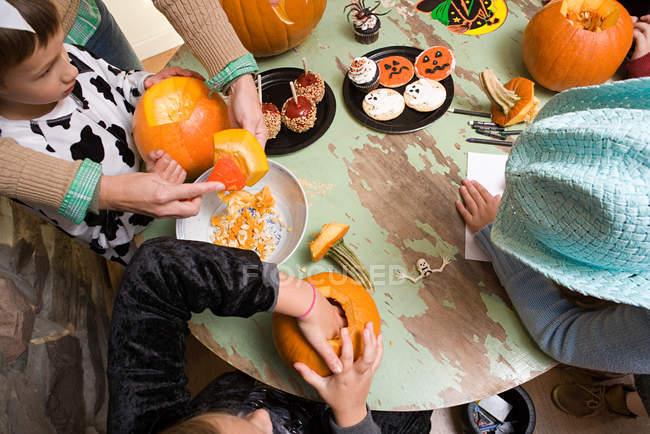 Halloween des enfants à la maison — Photo de stock