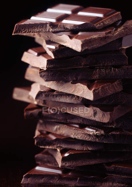 Закри подання бельгійський темного шоколаду — стокове фото