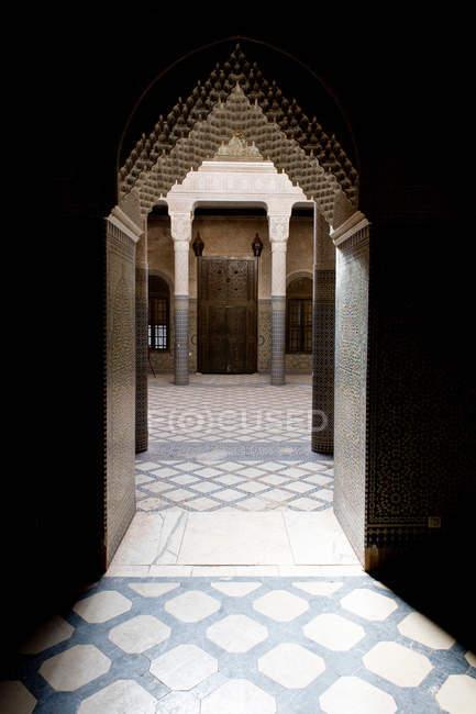 Різьблені арці багато прикрашений будівлі — стокове фото