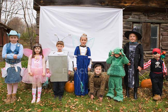 Дети в Хеллоуин костюмы — стоковое фото