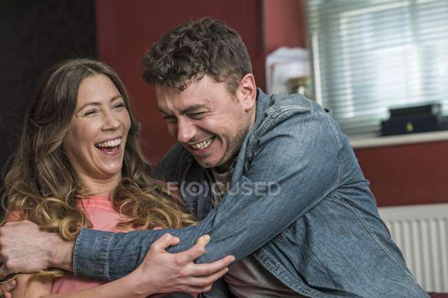 Couple hugging and laughing — Stock Photo