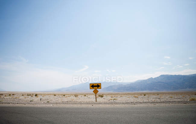 Left or right turn sign — Stock Photo