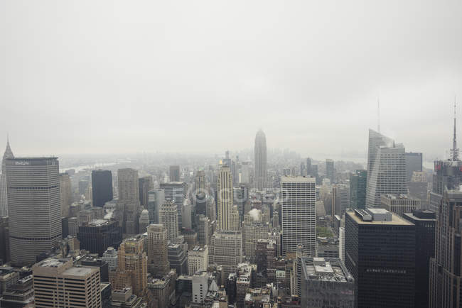 Elevated  cityscape and Empire State Building, New York, USA — Stock Photo