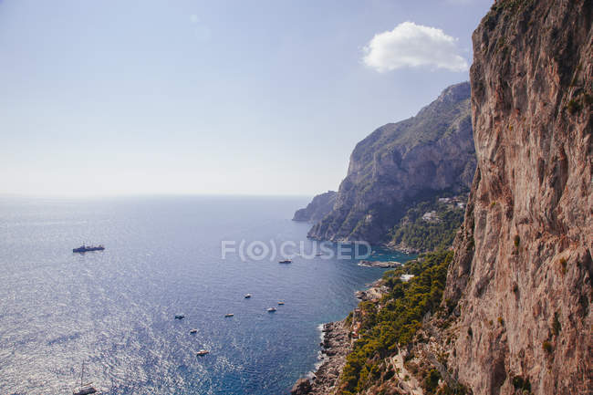 View of sea and south coastal cliffs, Capri, Italy — Stock Photo