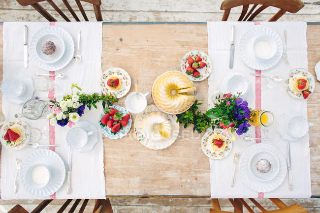 Top view of traditional Italian breakfast table with strawberries and yogurt — Stock Photo