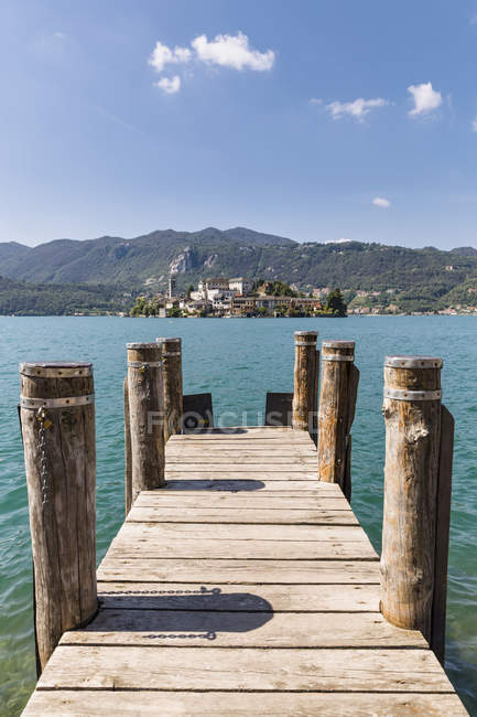 Pier und Insel San Giulio, Italien — Stockfoto