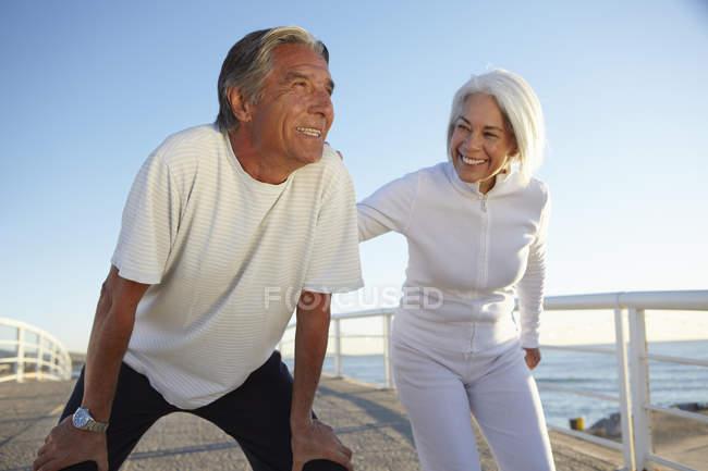 Couple doing squatting exercise — Stock Photo
