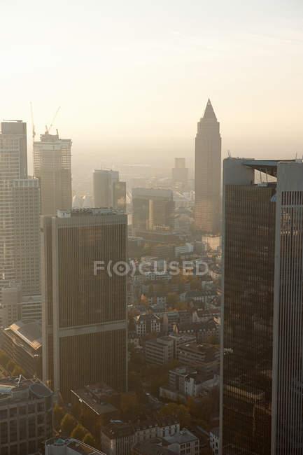 Франкфурт-на-діловий район на заході сонця — стокове фото