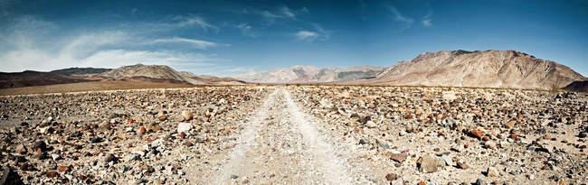 Красивый пейзаж в долине солончаковые пустыни Мохаве, Калифорния — стоковое фото