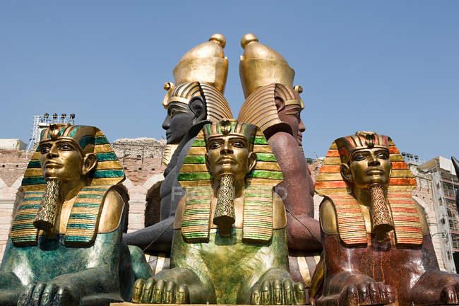 Estatuas para el festival de ópera de Verona - foto de stock