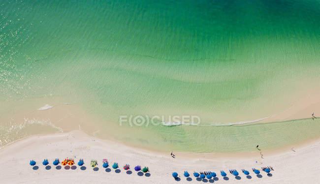 Vista aerea di ombrelloni sulla spiaggia, Destin, Florida, Stati Uniti — Foto stock