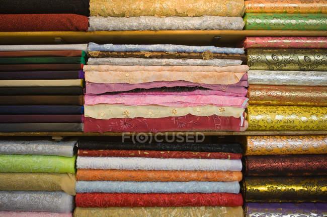 Pila vestiti colorati — Foto stock