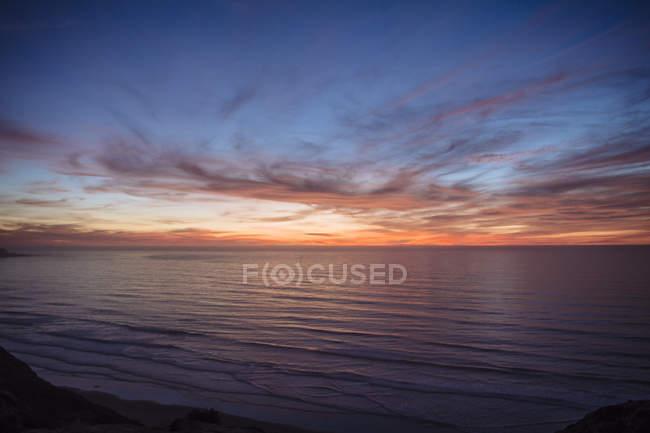 Закат над океаном, Сан-Диего, Калифорния, США — стоковое фото