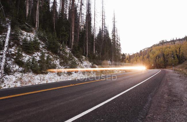 Вспышка света вдоль шоссе 31 ака энергетического цикла Синик Байуэй, Fairview, Юта — стоковое фото