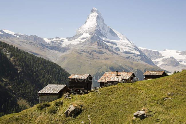 Maisons de la colline près de Cervin — Photo de stock