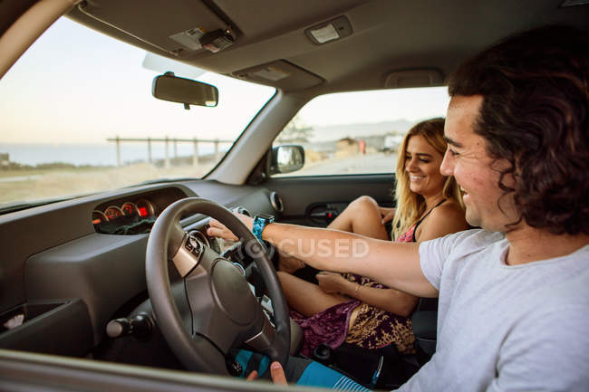 Couple in car on journey, smiling — Stock Photo