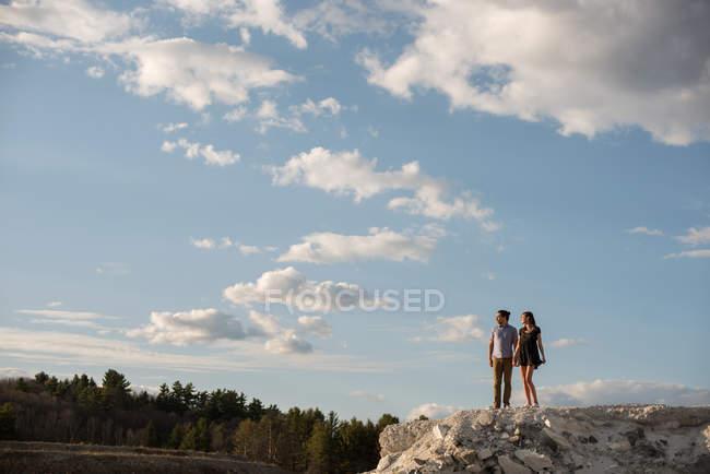 Paar auf Klippe, Ottawa, Ontario — Stockfoto
