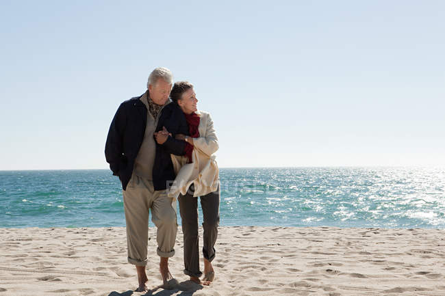 Mature couple by the sea — Stock Photo