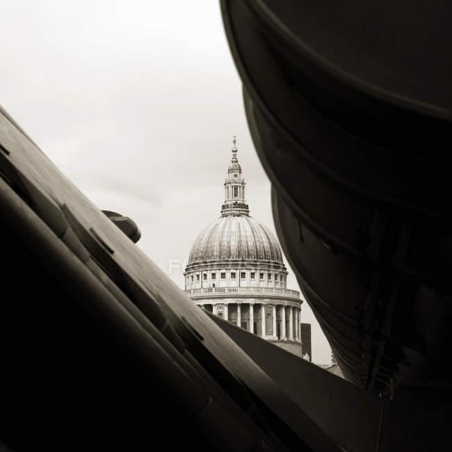 Vue partielle de la cathédrale Saint-Paul, Londres, Royaume-Uni — Photo de stock