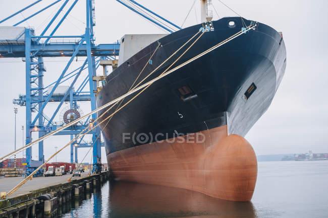 Nave da carico ancorata in porto, Tacoma, Washington, USA — Foto stock
