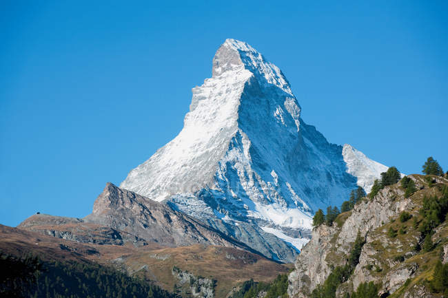 Sommet de la montagne avec neige — Photo de stock