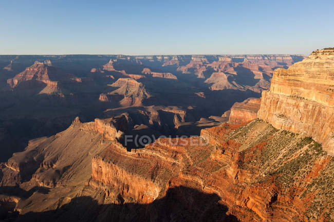 Скальные образования в ландшафт пустыни — стоковое фото