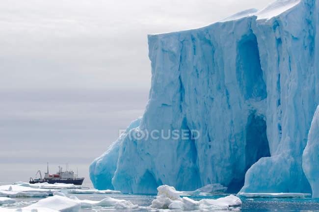 Esprit d'Enderby navire dans l'océan Austral — Photo de stock