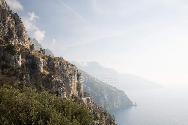Живописный вид на живописное побережье Амальфи — стоковое фото
