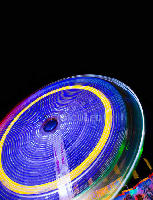 Bottom view of ferris wheel at amusement park at night — Stock Photo