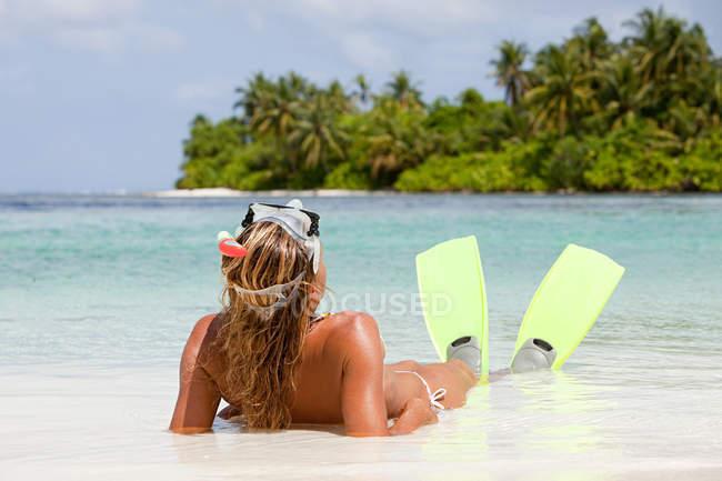 Female Snorkeler, Medahutthaa Island, North Huvadhu Atoll, Maldives — стокове фото