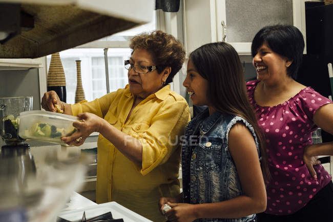 Grandmother teaching granddaughter to cook — Stock Photo