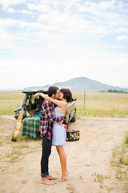 https://st.focusedcollection.com/13397678/i/650/focused_171710328-stock-photo-young-couple-kissing-outdoors.jpg