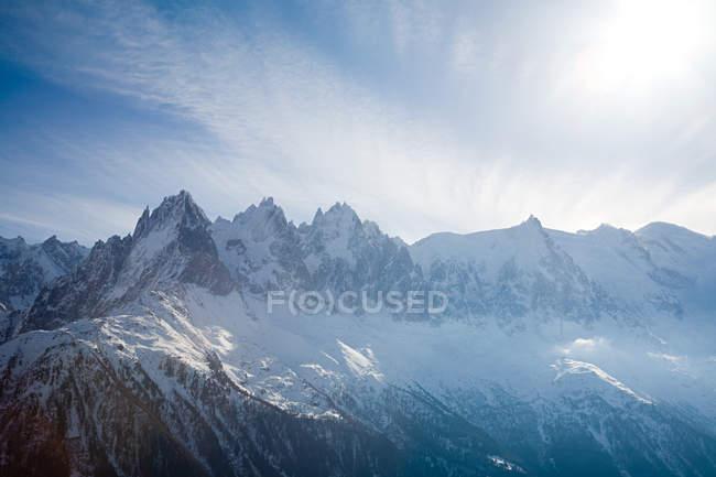 Malerischer Blick auf schneebedeckte Berge — Stockfoto