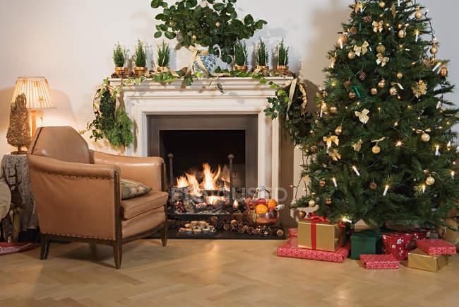 Festivamente decorada Sala de estar - foto de stock