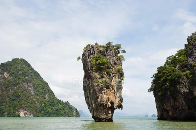 Formazione rocciosa sull'isola di Ko tapu, Thailandia — Foto stock