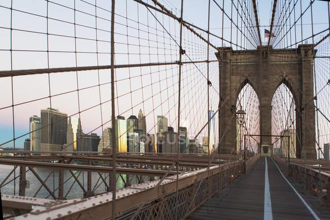 Skyline di Manhattan da Brooklyn Bridge, New York, USA — Foto stock