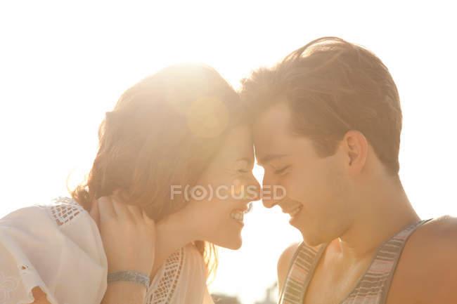 Ласковая молодая пара, портрет — стоковое фото