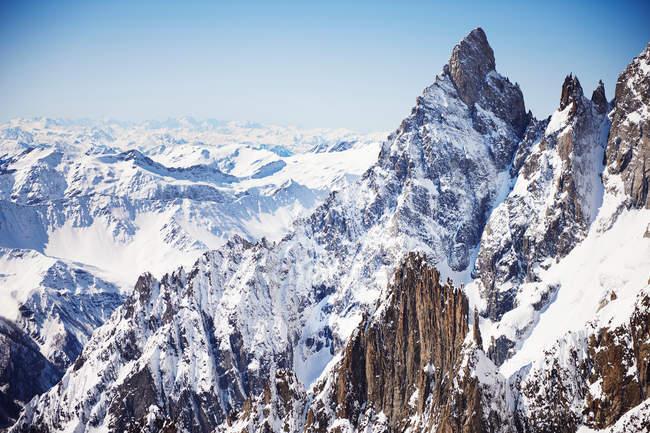 Snowcapped mountain rocks — Stock Photo