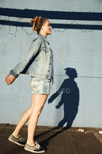 Side view of woman and shadow — Stock Photo