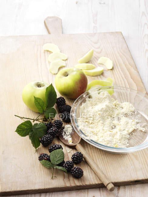 Ingredientes para sobremesa apple e blackberry — Fotografia de Stock