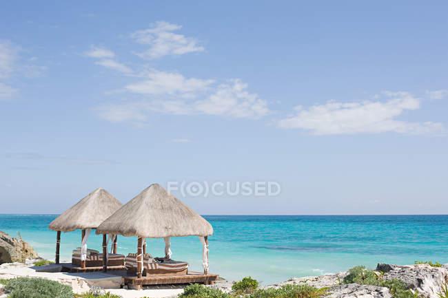 Observando la vista de vacaciones idílico - foto de stock