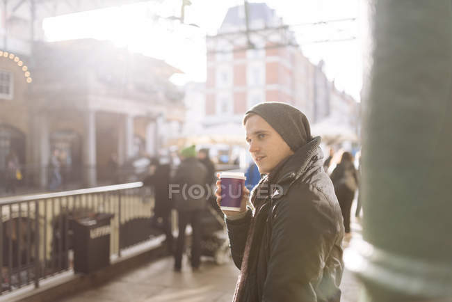 Young man with takeaway coffee, Covent Garden, London, UK — Stock Photo