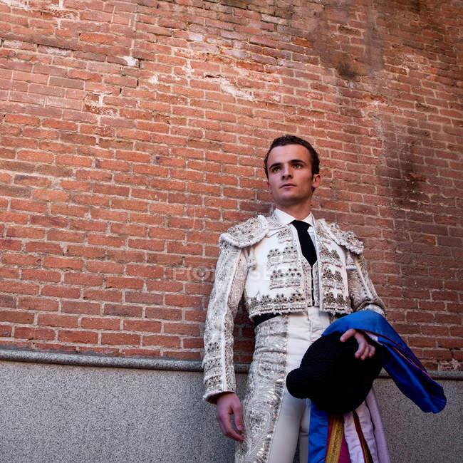 Torero con ropa tradicional en la ceremonia de apertura, Plaza de toros de Las Ventas, Madrid - foto de stock